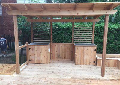 Construction de patio en bois de composite avec toiture à Ste-Catherine - Patio et Clôture Caravelle